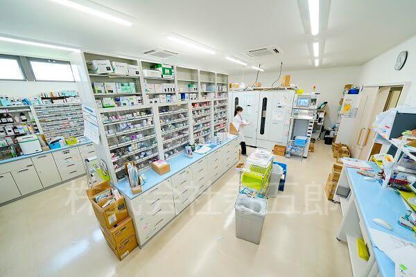 アカネ薬局調剤室